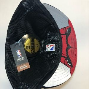 """New Era Accessories - New Era Chicago BullsOn Court Official"""" Fitted Hat"""